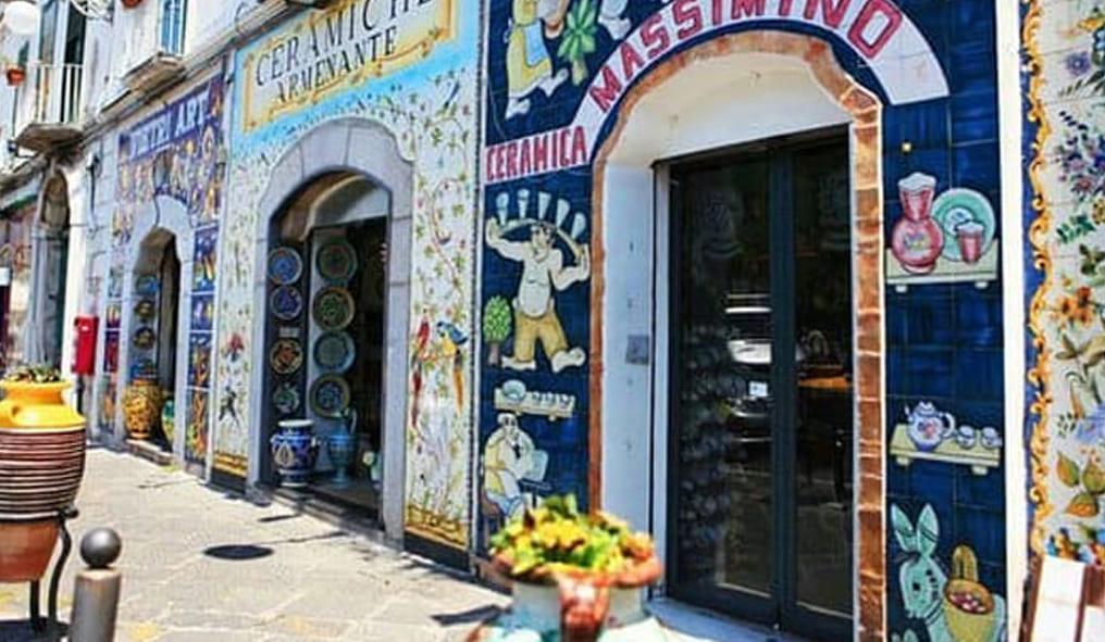 Horses in ceramic jewerly Shop
